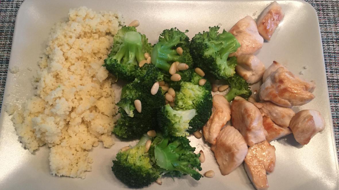 Kip met broccoli, couscous en pijnboompitten - Kip met broccoli, couscous en pijnboompitten