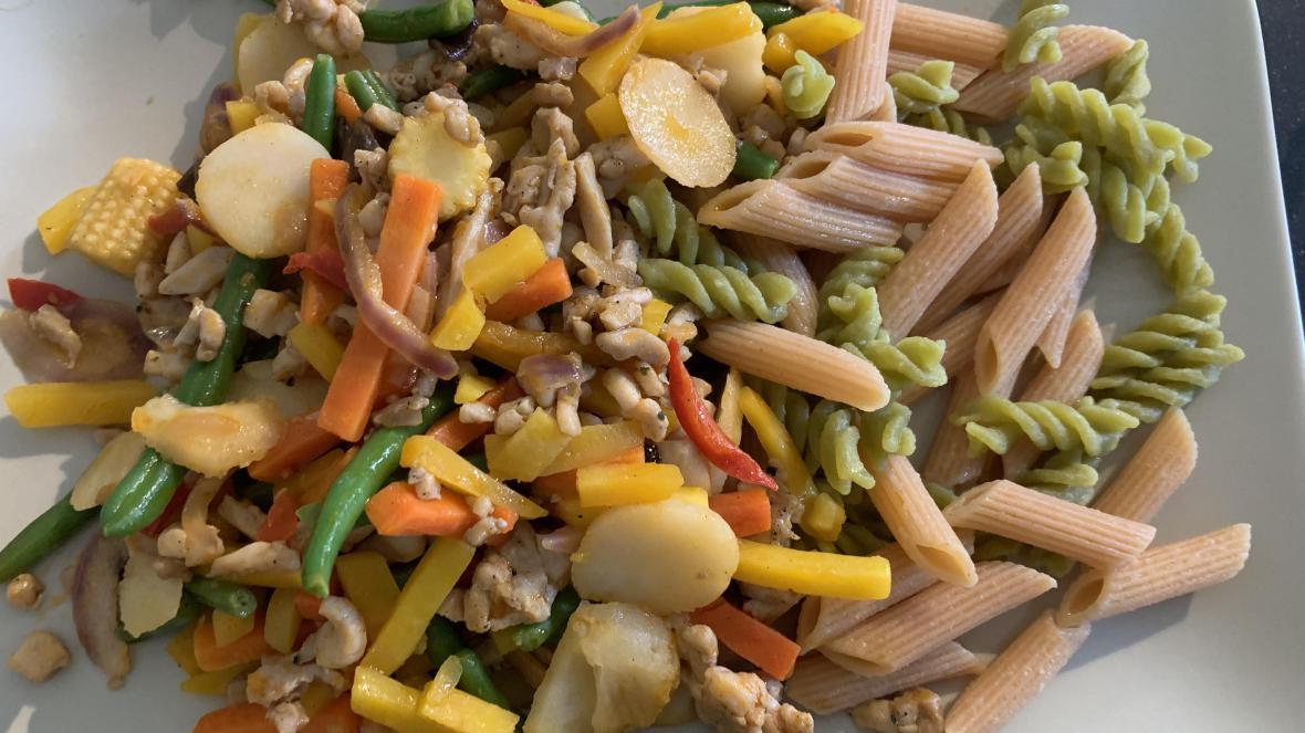 wokgroenten, kippenreepjes en pasta - wokgroenten, kippenreepjes en pasta